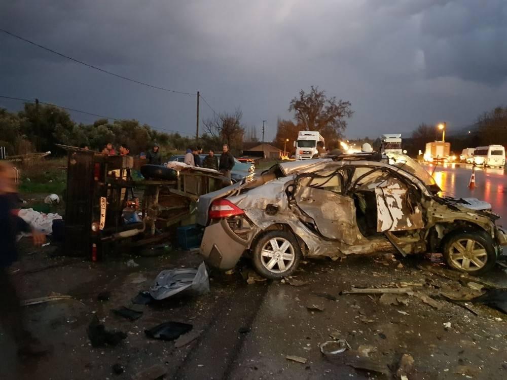 Tire'de feci kaza: 1 ölü, 2 yaralı