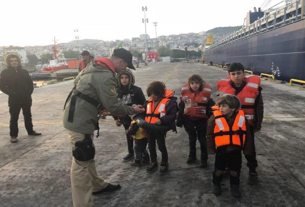 Dikili açıklarında 70 göçmen yakalandı