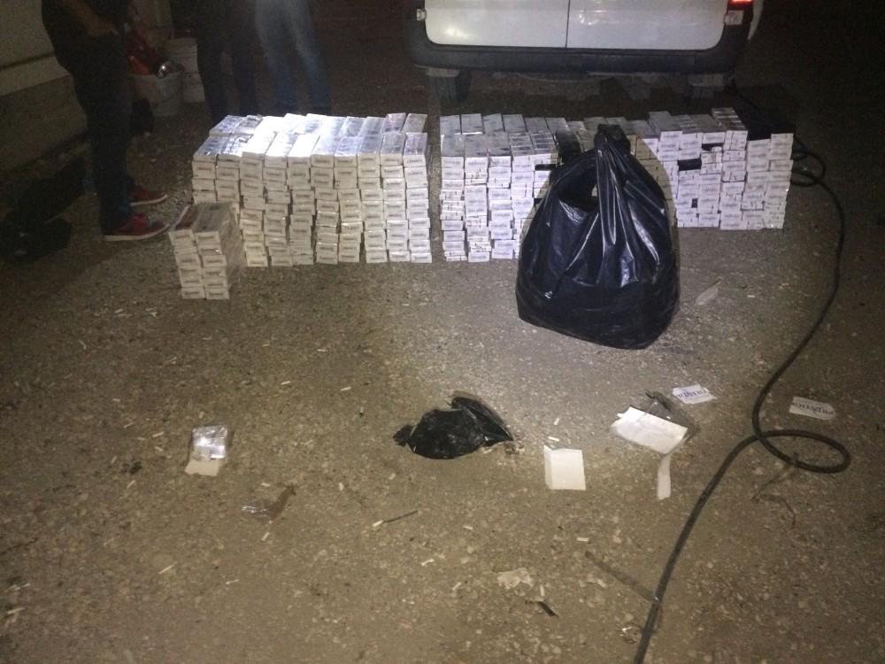 Kamyonun lastiklerinden binlerce paket kaçak sigara çıktı