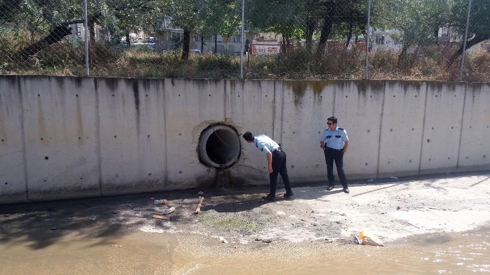 Esenyurt'ta polisten kaçan hırsız kanalizasyon borusuna saklandı