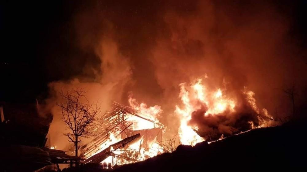 Kastamonu'da çıkan yangında 1 ev kullanılamaz hale geldi: 2 Yaralı