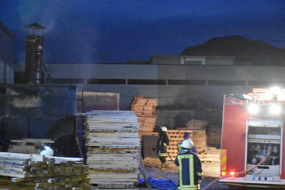 Tosya Organize Sanayi Bölgesinde fabrika yangını