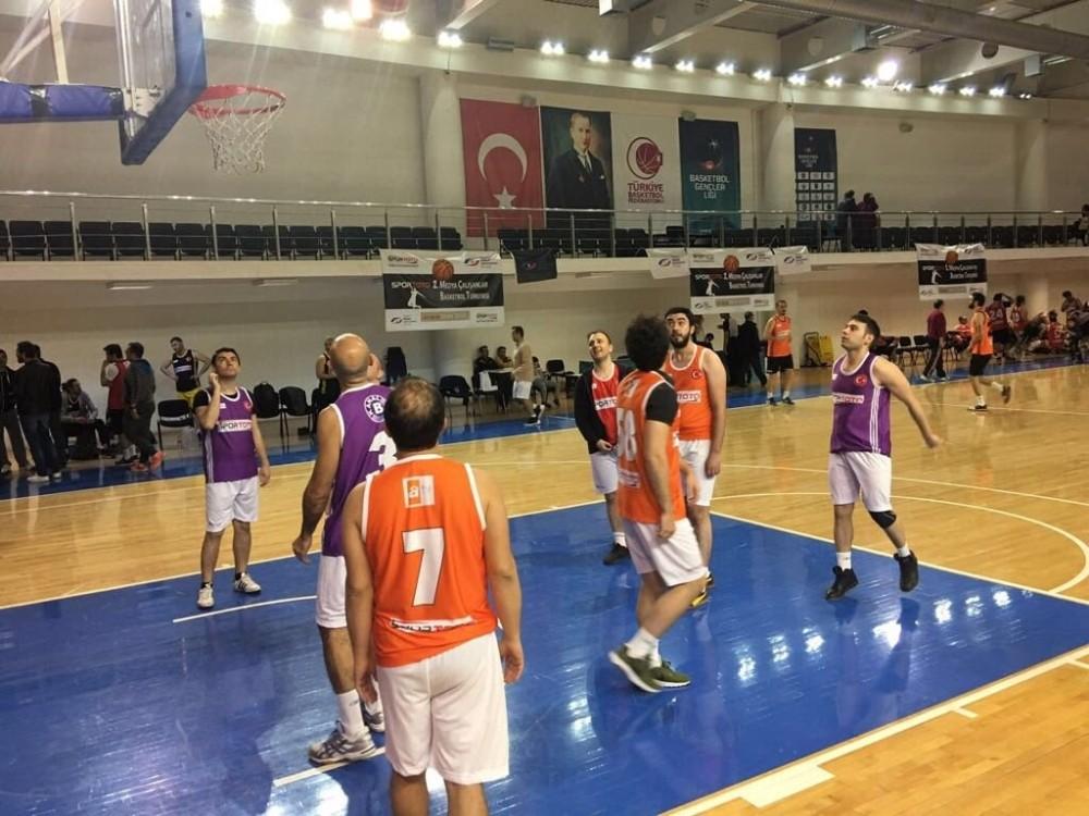 Osman Aşkın Bak, basketbol turnuvasına katılan medya çalışanlarına meydan okudu