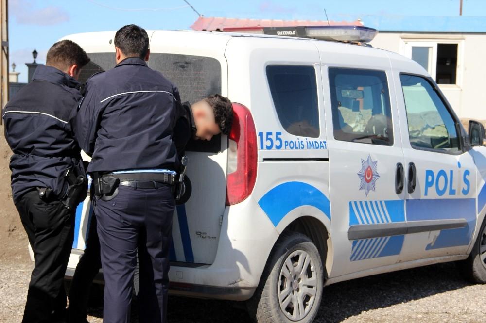 12 kişilik minibüsten 42 kaçak göçmen çıktı