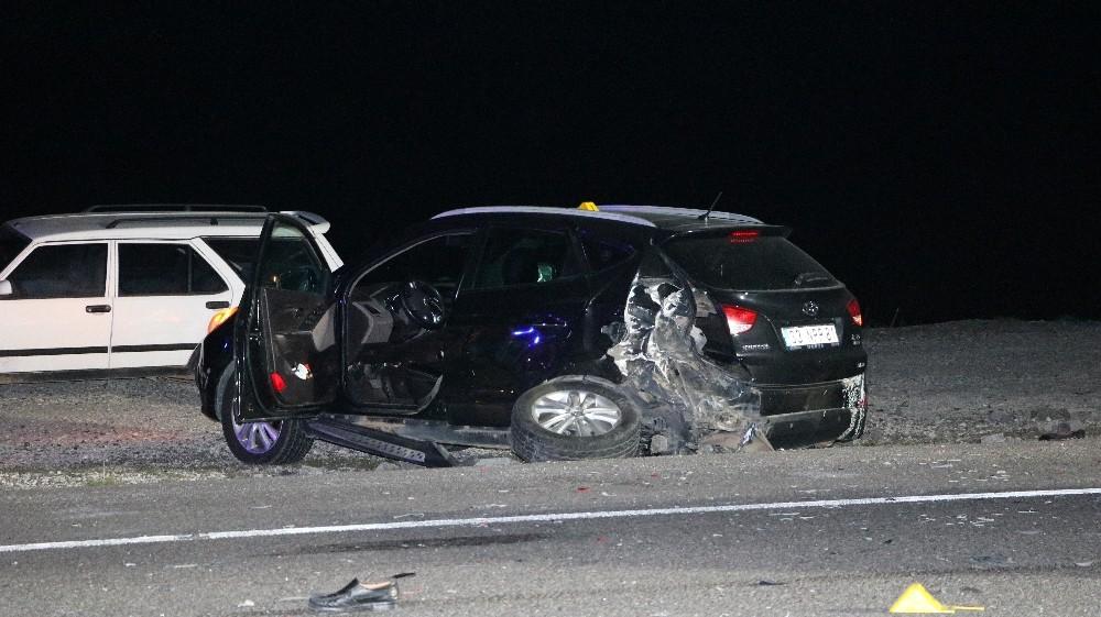 Kaza yapan araçlara başka araç çarptı: 2 ölü 2 yaralı