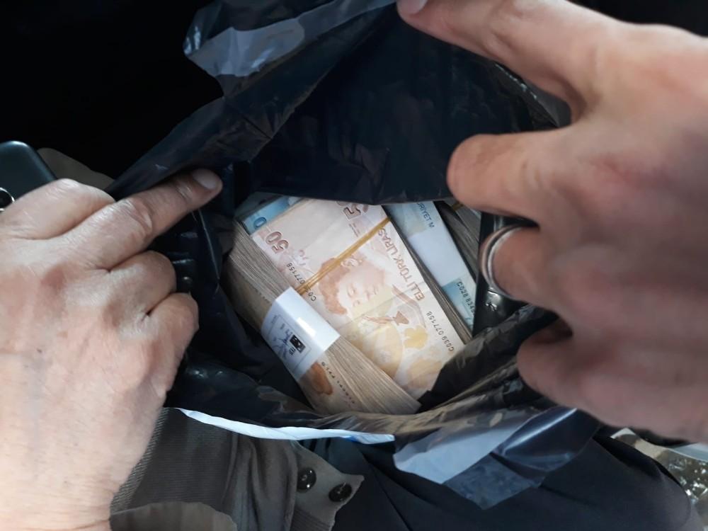 Polisin dikkati yaşlı adamın 100 bin lirasını kurtardı
