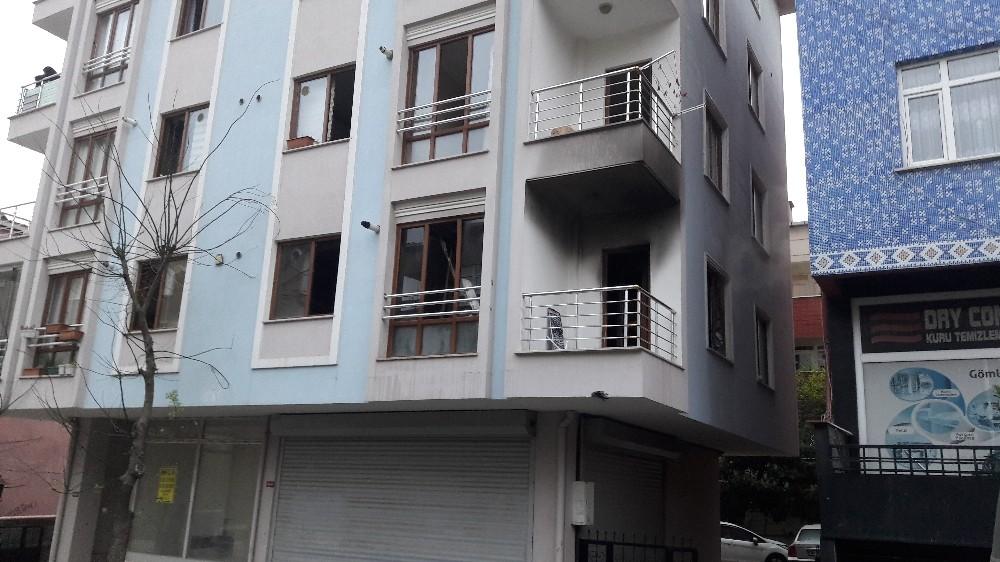 Çekmeköy'de evde çıkan yangın maddi hasara neden oldu