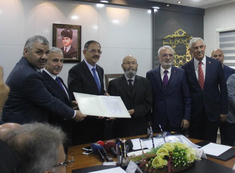 Hayırsever Osman Ulubaş'ın yaptıracağı okulun protokolü Bakan Özhaseki'nin katıldığı tören ile imzalandı