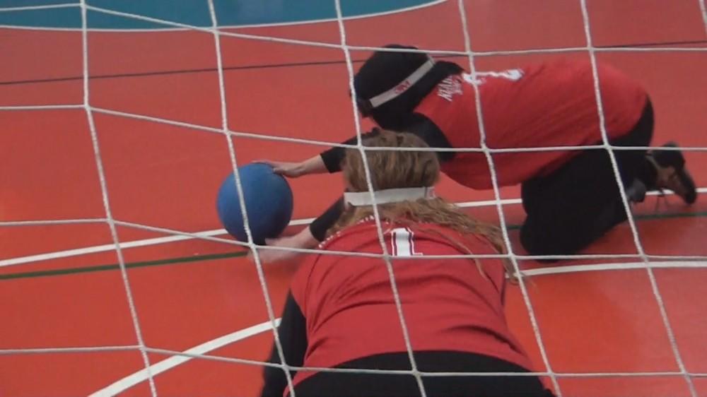 Görme engelliler ve üniversite öğrencileri, Goalball maçında karşı karşı geldi