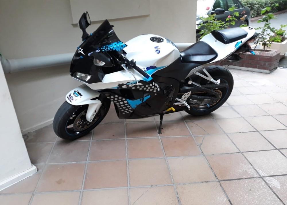 (Özel) Saniyeler içinde 35 bin lira değerindeki motosikleti çalan hırsızlar kamerada