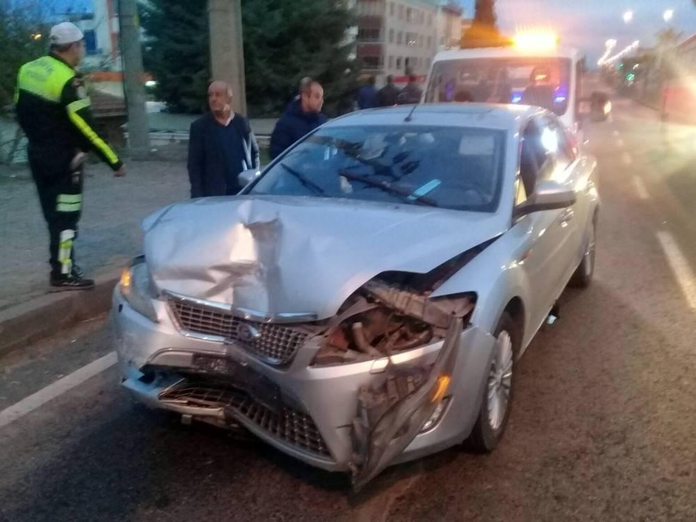 İzmir'de otomobil ile kamyonet çarpıştı: 11 yaralı