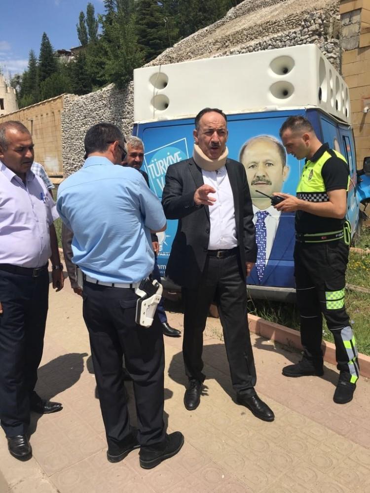 Başkan Saygılı'dan kaza yapan AK Parti aracına müdahale