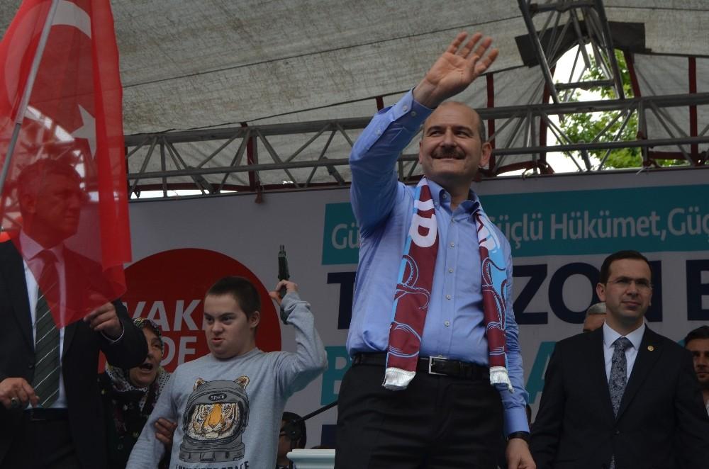 """Bakan Soylu: """"Karamollaoğlu Bey bir yerde sıkıştınız mı soluğu Tayyip Erdoğan'ın yanında alıyorsunuz"""""""