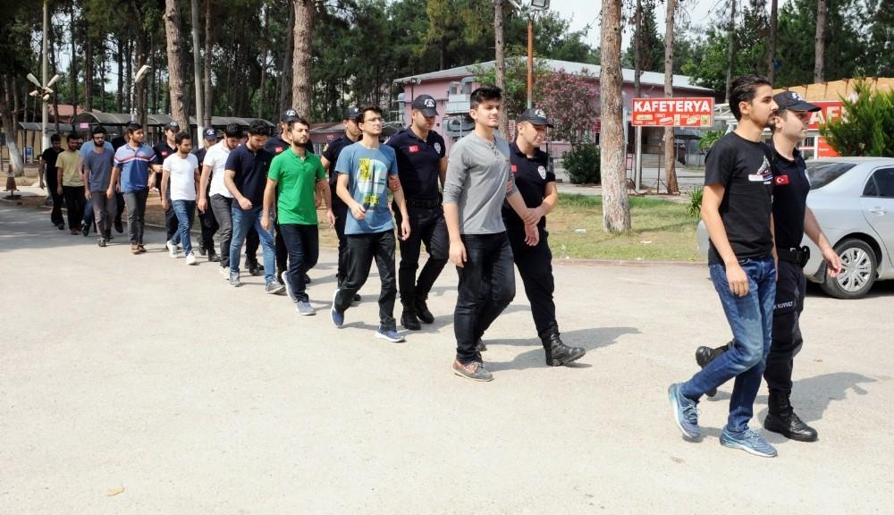 Adana'da FETÖ'ye yönelik operasyonda gözaltına alınan 12 kişi adliyeye sevk edildi