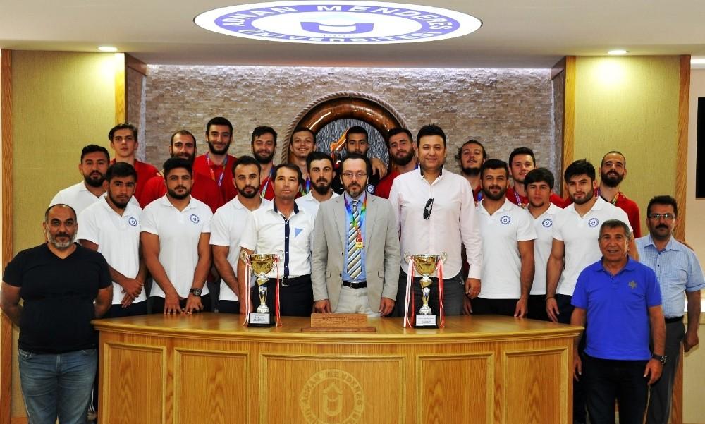 Rektör Cavit Bircan şampiyonları ağırladı