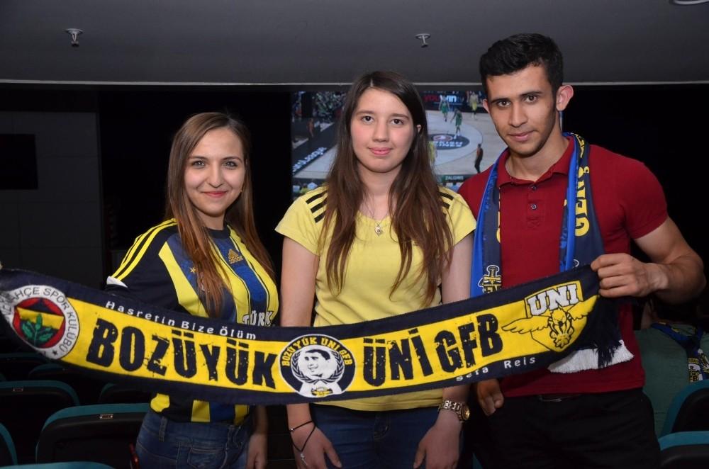 Fenerbahçeliler basketbol heyecanını dev ekranda yaşadı
