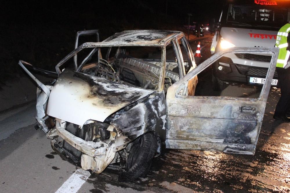 Alev alev yanan araçtan sağ kurtuldular