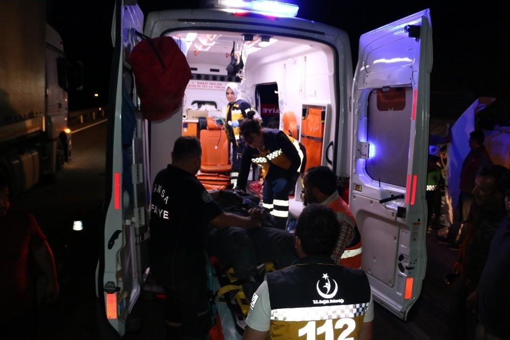 Tır Kamyona Arkadan Çarptı: 2 Yaralı