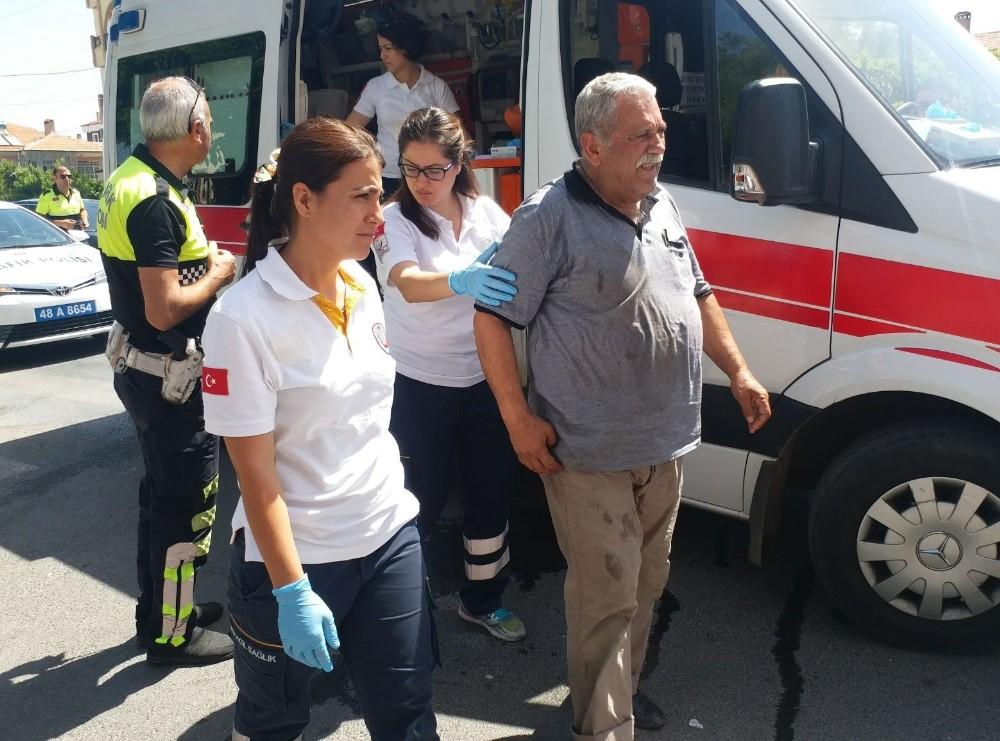 Milas'ta motosiklet yayaya çarptı; 2 yaralı