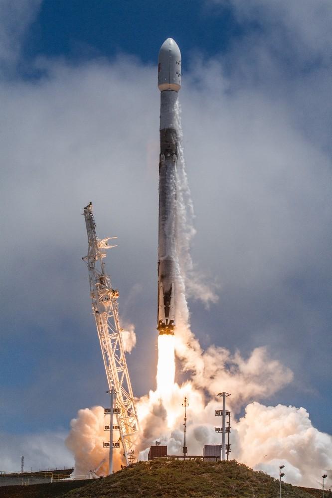 SpaceX, Falcon 9 roketiyle 7 uydu fırlattı
