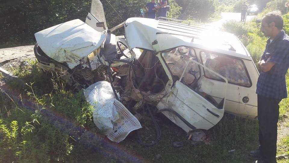 Kastamonu'da iki otomobil kafa kafaya çarpıştı: 1 Ölü, 4 Yaralı