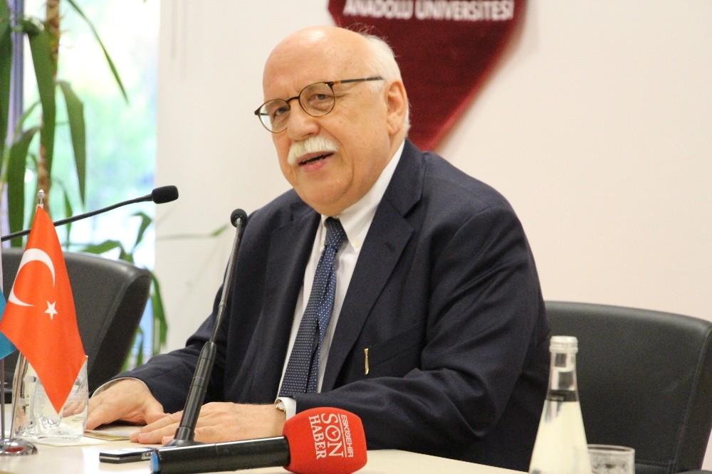 Nabi Avcı, Anadolu Üniversitesinde konferansa katıldı