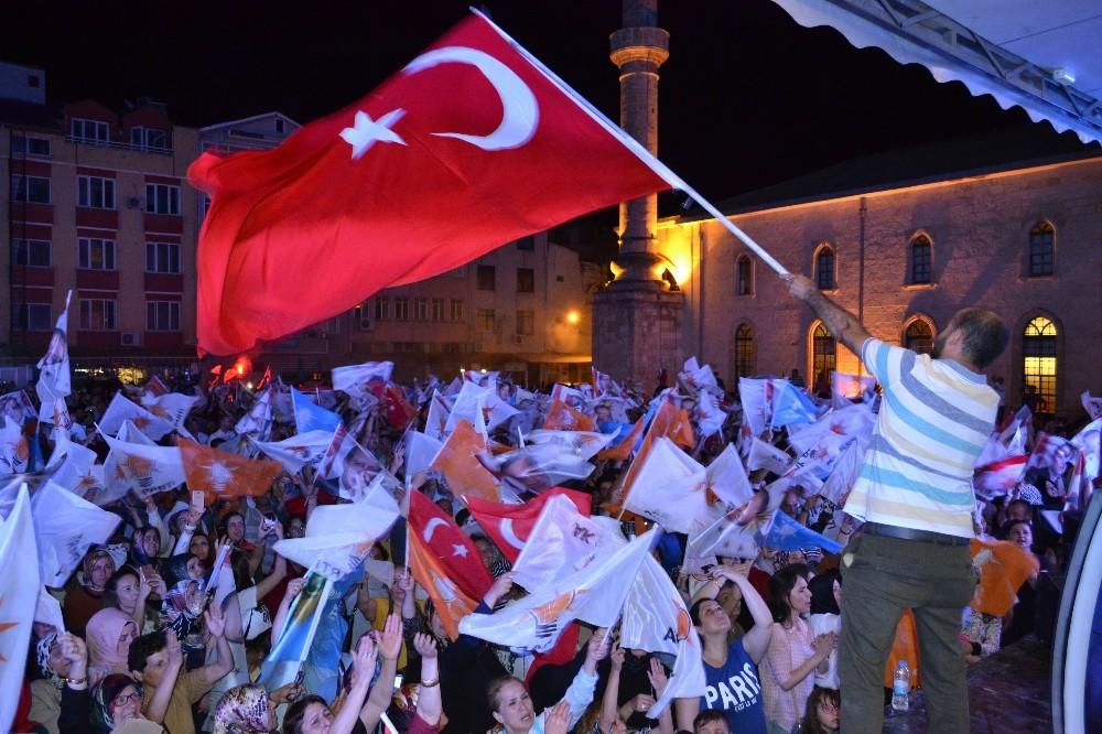 Ordu'da AK Parti'lilerin zafer coşkusu