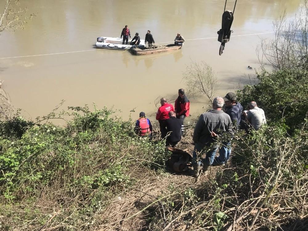 Nehirde kaybolan yaşlı adamı arama çalışmaları devam ediyor