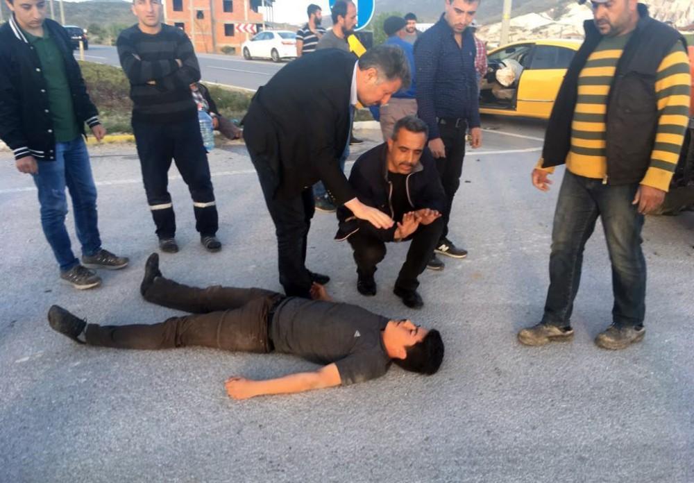 Ticari taksi traktöre çarptı: 1 yaralı