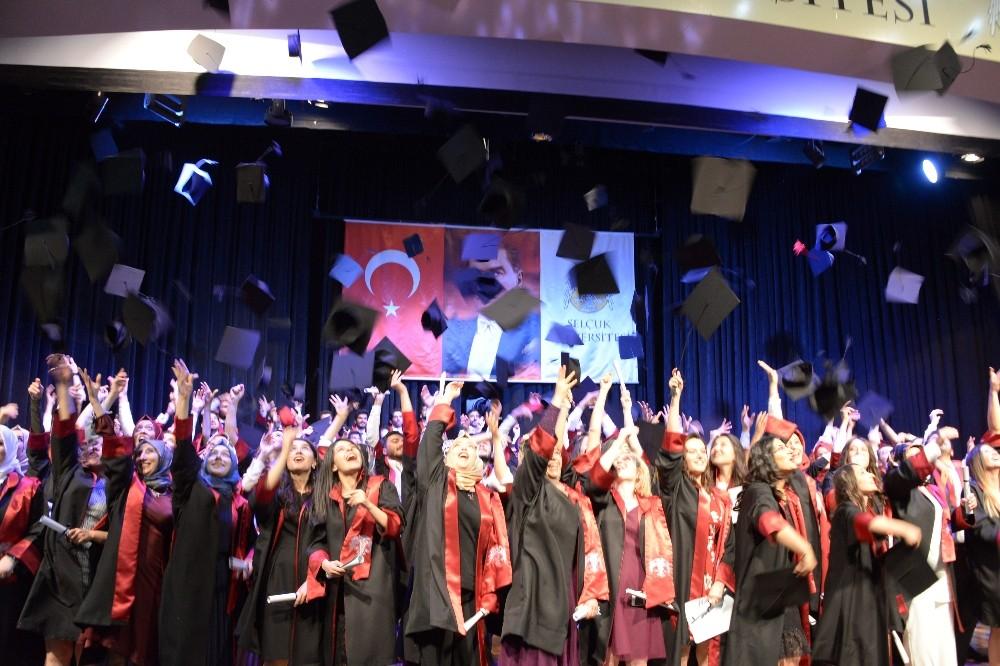 Selçuk Tıp Fakültesi mezunlarını uğurladı