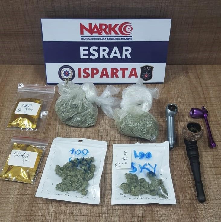 Isparta'ya uyuşturucu getiren 2 İranlı havalimanında yakalandı