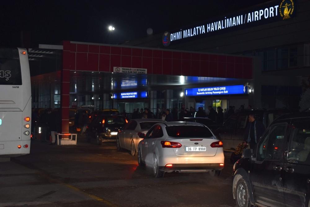 Malatya-İstanbul uçağında 2 kaçak yolcu yakalandı