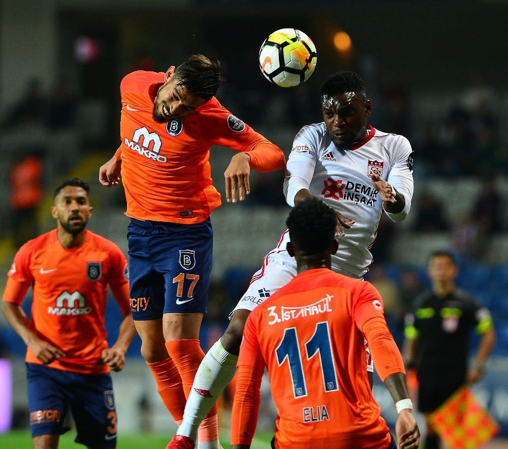 Spor Toto Süper Lig: Medipol Başakşehir: 1 - D. G. Sivasspor: 0 (İlk yarı)
