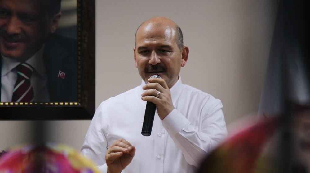 Bakan Süleyman Soylu ilk kez oy kullanacak olan gençlerle buluştu