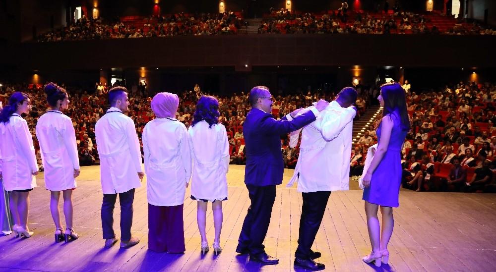 Gaziantep'te doktor adayları önlük giydi, stetoskopları verildi