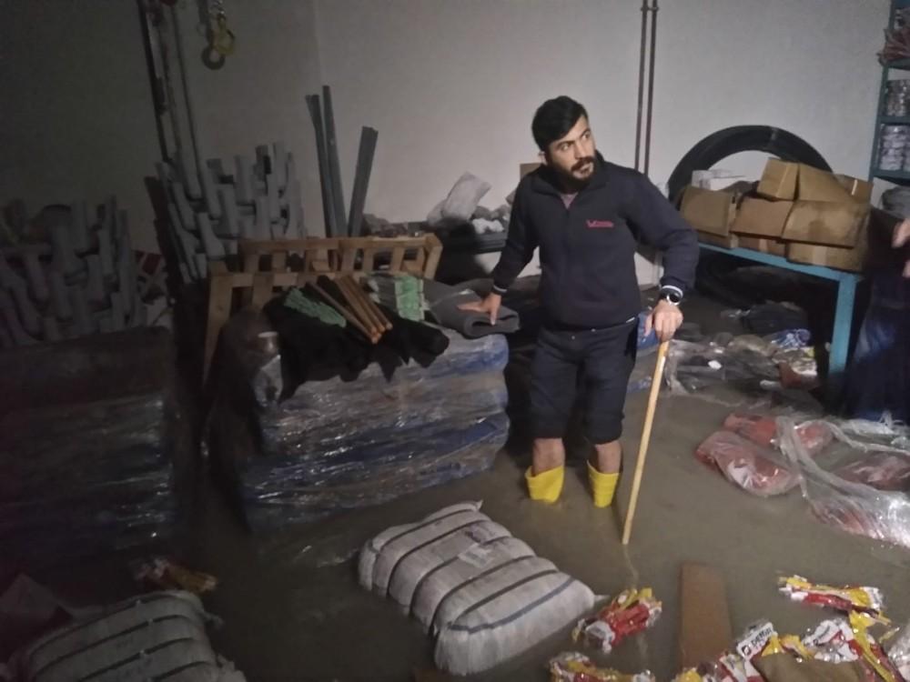 Başkent'te iş merkezi sular altında kaldı