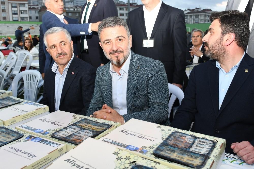 Esenyurt'ta düzenlenen iftara Ulaştırma, Denizcilik ve Haberleşme Bakanı Ahmet Arslan katıldı