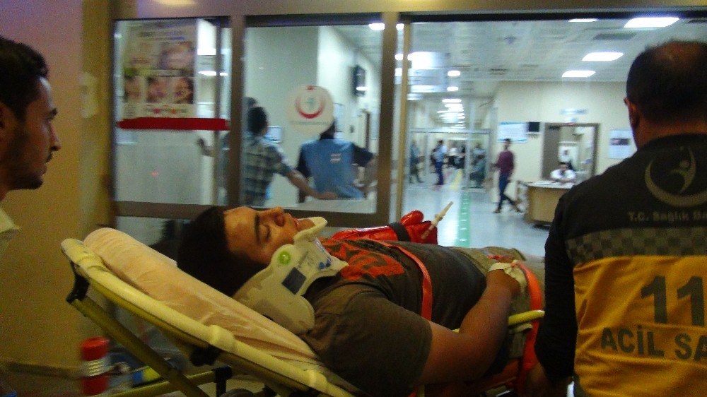 Şanlıurfa'da motosikletler çarpıştı: 2 yaralı