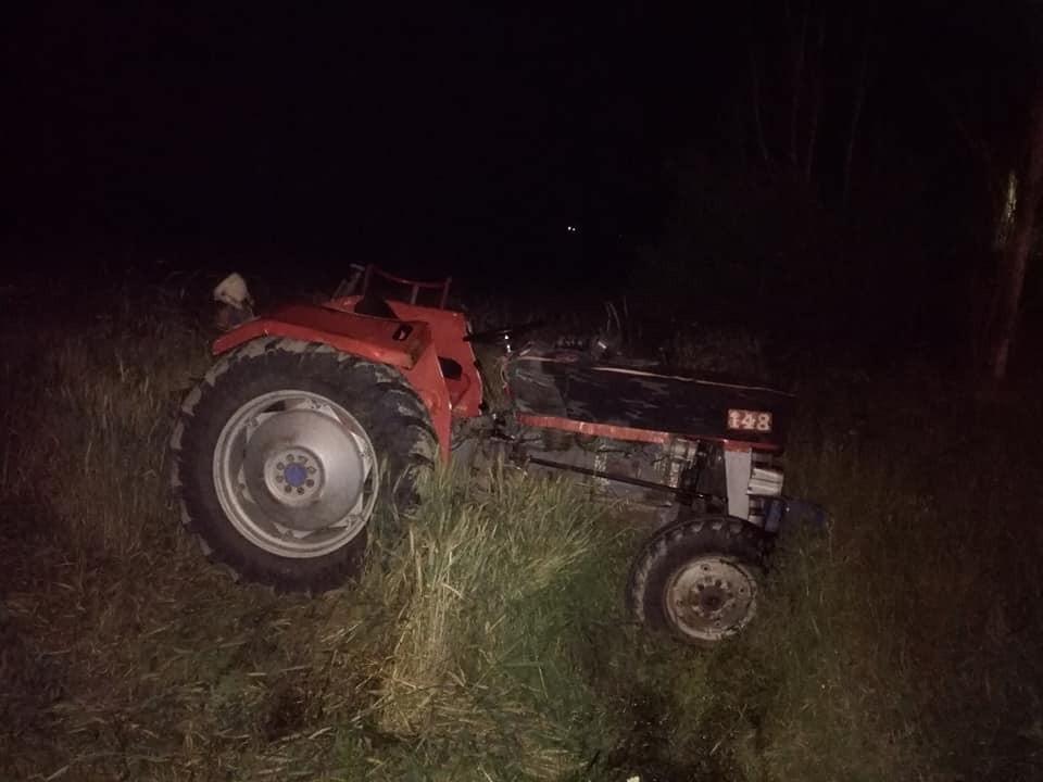 Traktör devrildi : 2 yaralı