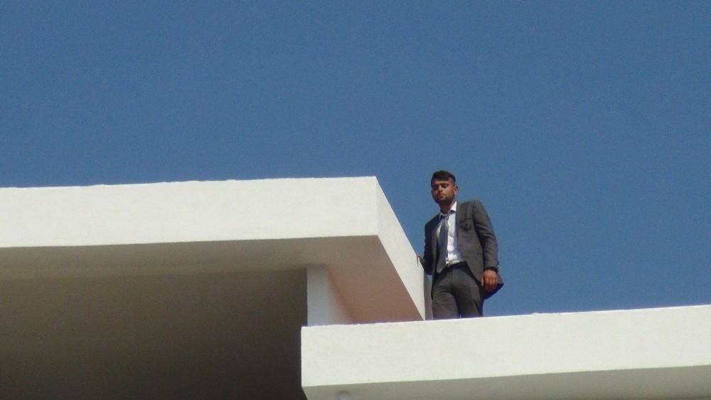 Klip çekeceğini söylediği inşaatın çatısında intihara kalkıştı