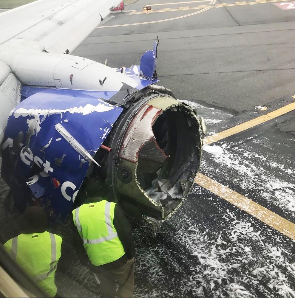 Uçağın motorundaki parça kopup camı parçaladı: 1 ölü