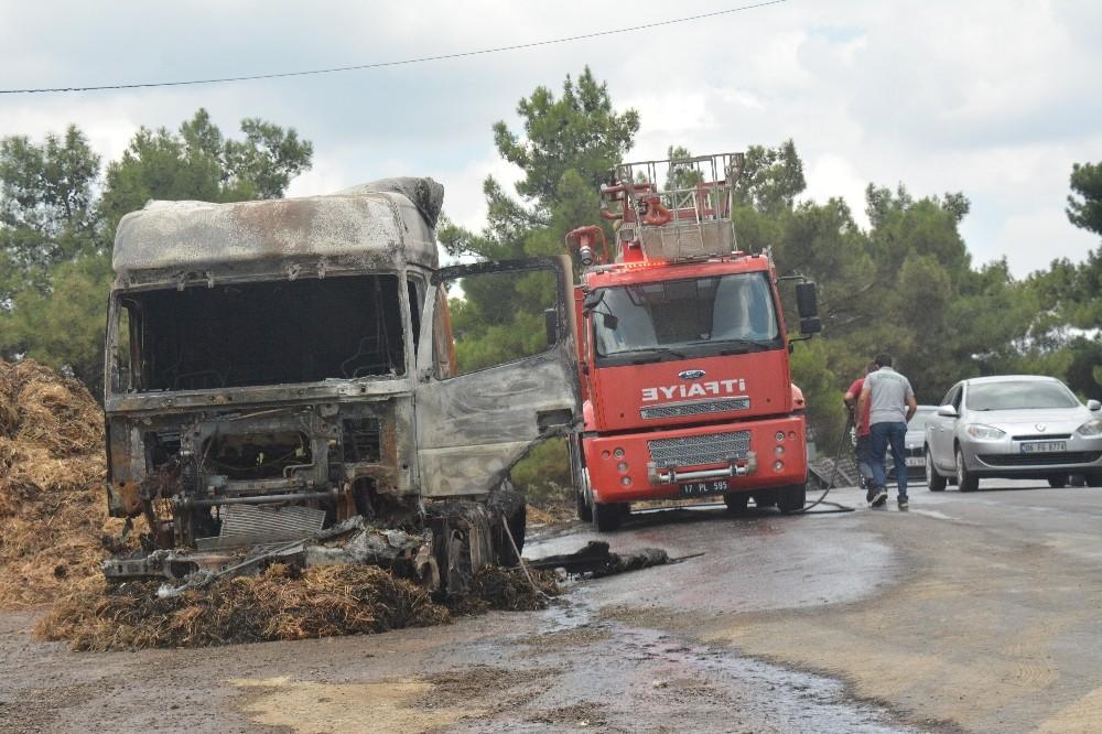 Çanakkale'de saman yüklü TIR yandı