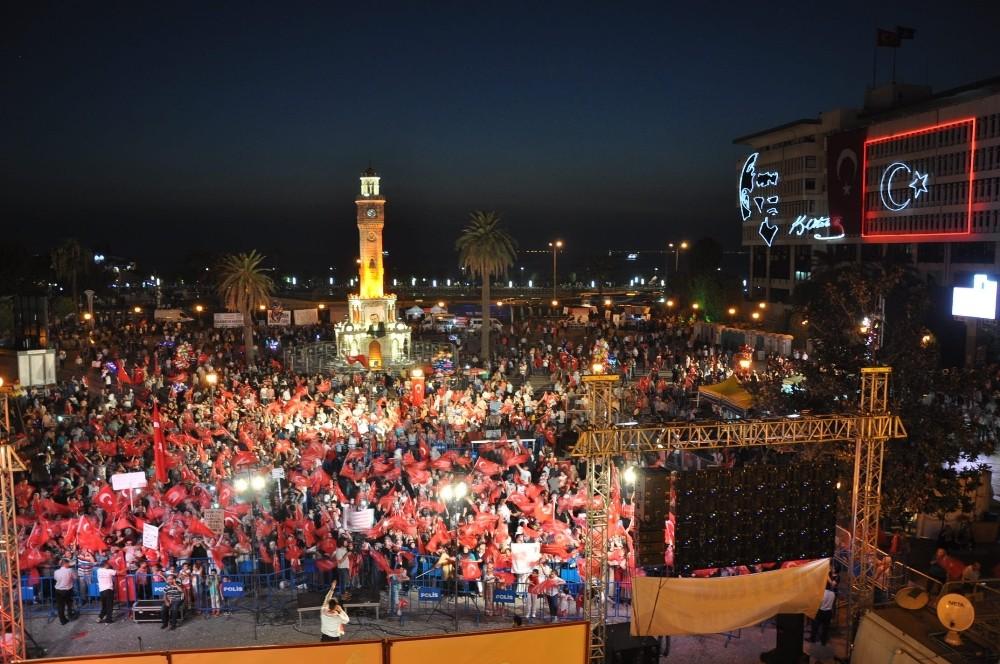 Yüzlerce kişi 15 Temmuz'da Konak Meydanı'nda buluşacak