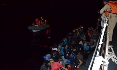 İzmir'de 48 göçmen yakalandı