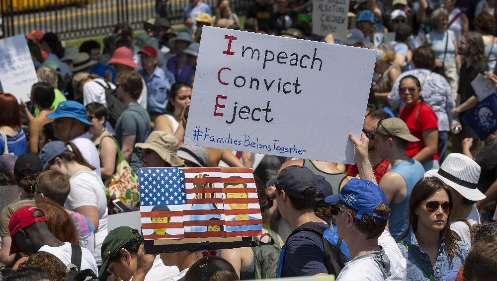 ABD'de 10 binlerce kişi Trump'ın göçmen politikasına karşı sokağa çıktı