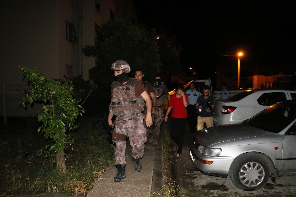 Kız arkadaşını evden atıp kapıyı üzerine kilitleyen eli silahlı şahıs operasyonla yakalandı