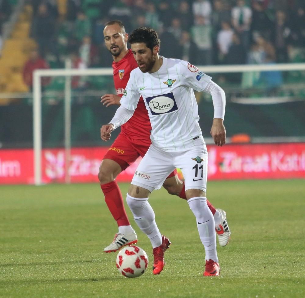Akhisar'da sözleşmesi sona eren 3 oyuncu ile anlaşmaya vardı