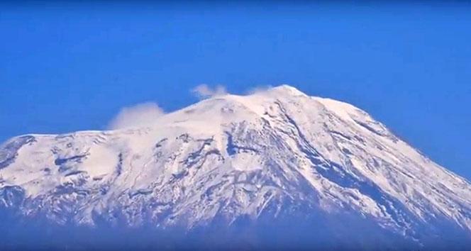 Ağrı Dağı'nın Yüksek Kesimlerine Kar Yağdı