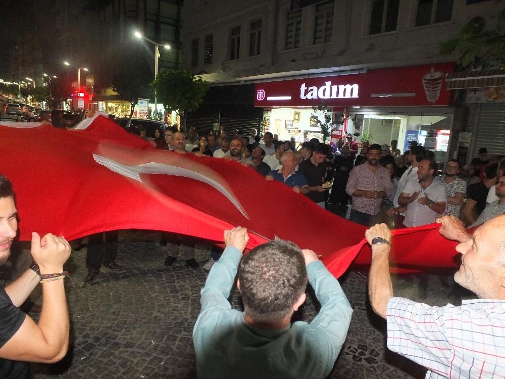 Bandırma'da seçim kutlaması