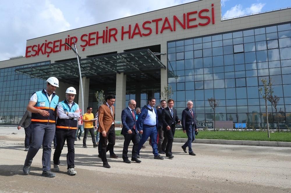 Vali Çakacak, Eskişehir Şehir Hastanesi inşaatında yapılan çalışmaları inceledi